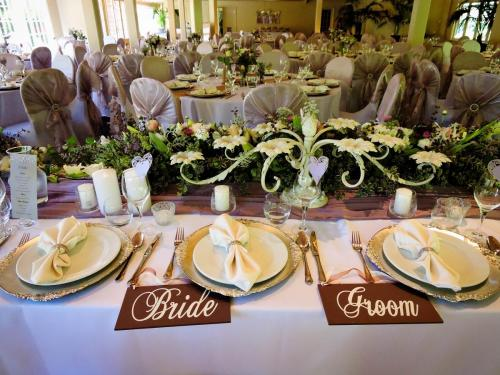 Couples table setting