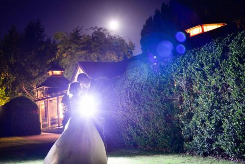 Moon lighting couple(1)